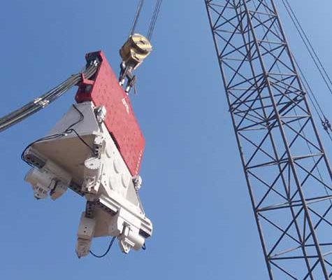 Crane-Suspended-Vibro-Hammer SVR 200 NF-Suez-Canal-Port-Said